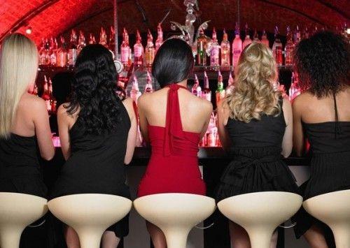 девушка в клубе ночном фото со спины