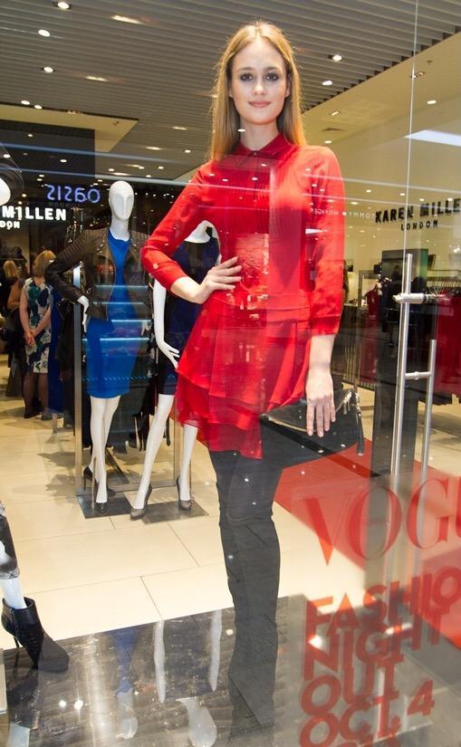 Работа для девушки в торговом центре мария цымбал