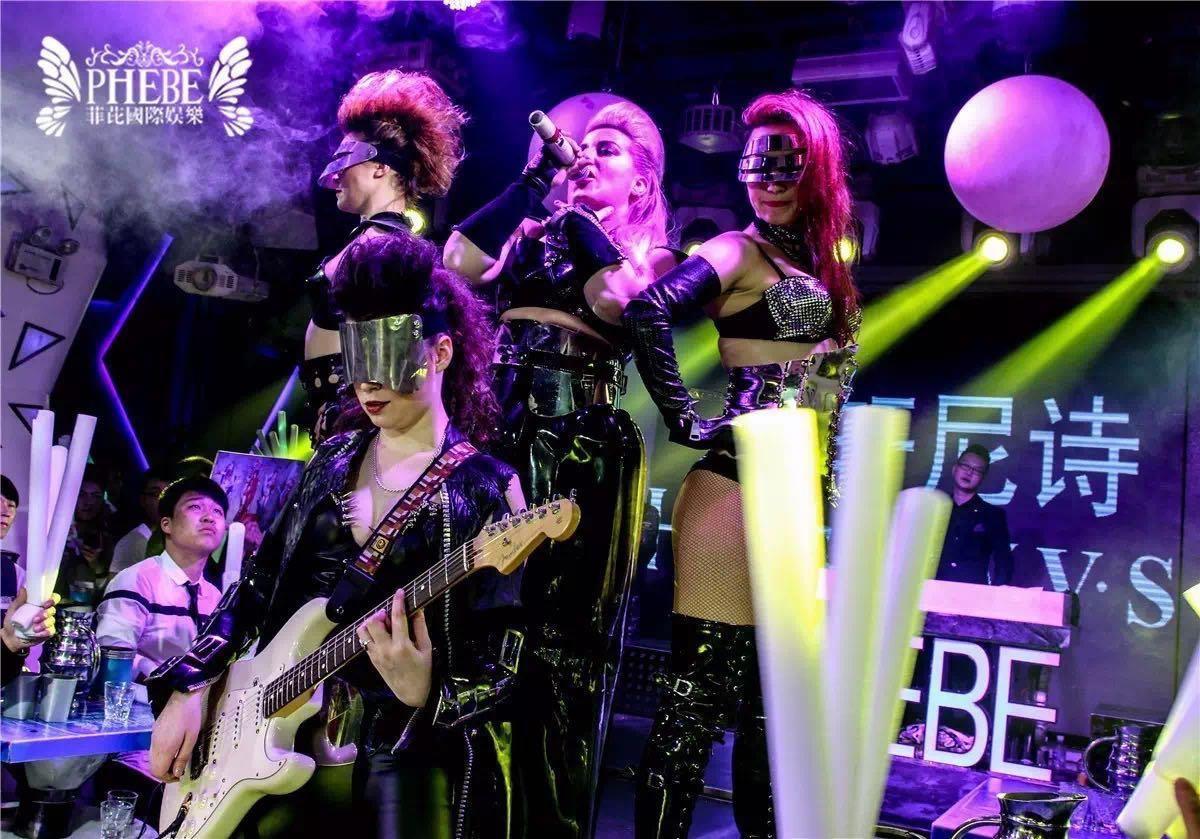 Кастинг певицы в шоу-группу для гастролей по Китаю