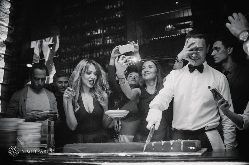 Клубные промоутеры на вечеринки в субботу, воскресенье в заведениях в центре Москвы.