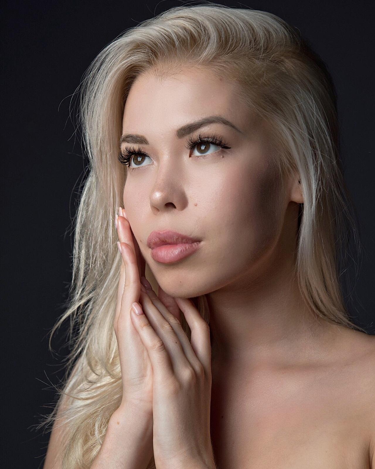 Работа девушке моделью дмитриев работа в сургуте для девушке