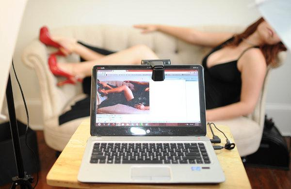 Вебкам студия HungryFox приглашает на работу девушек!