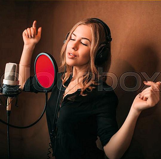 Опытному музыканту ( Russia - France ) требуется творческая напарница в дуэтный тандэм !!