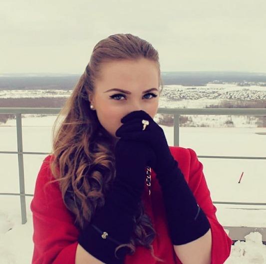 Яна Трифонова