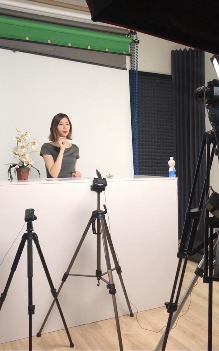 Актер для сьемок видео-курсов по английскому языку