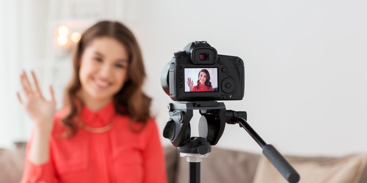 Ищу девушку в любом городе от 18 до 24 лет для съемок в блоге инстаграм в Москве