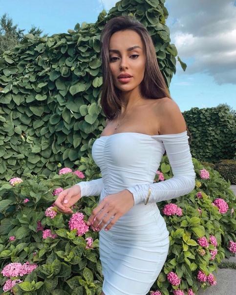 Требуется модель в агентство Verona Models. Москва, зарплата от 100000 рублей.
