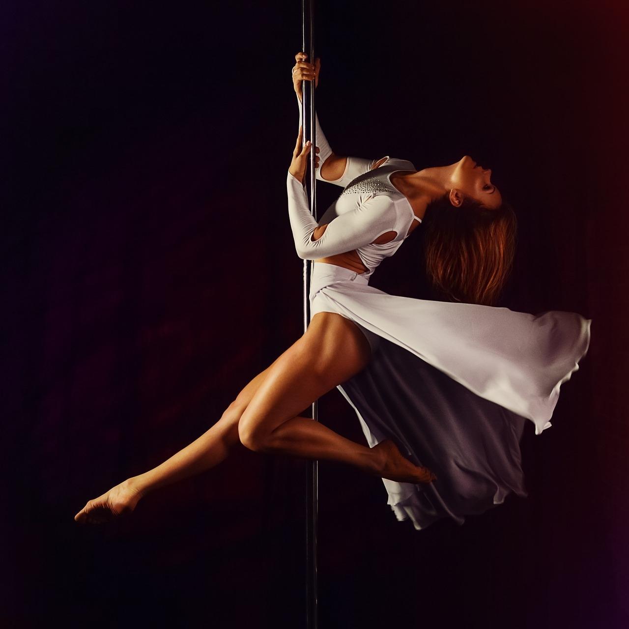 Престижный и высококлассный ночной клуб Golden Girls в поисках Танцовщиц.