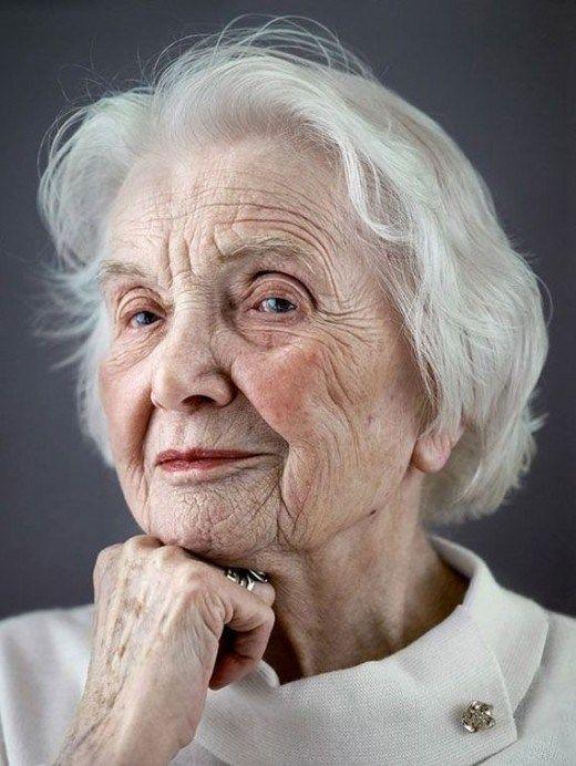 Срочно требуется милая бабуля на творческую съемку