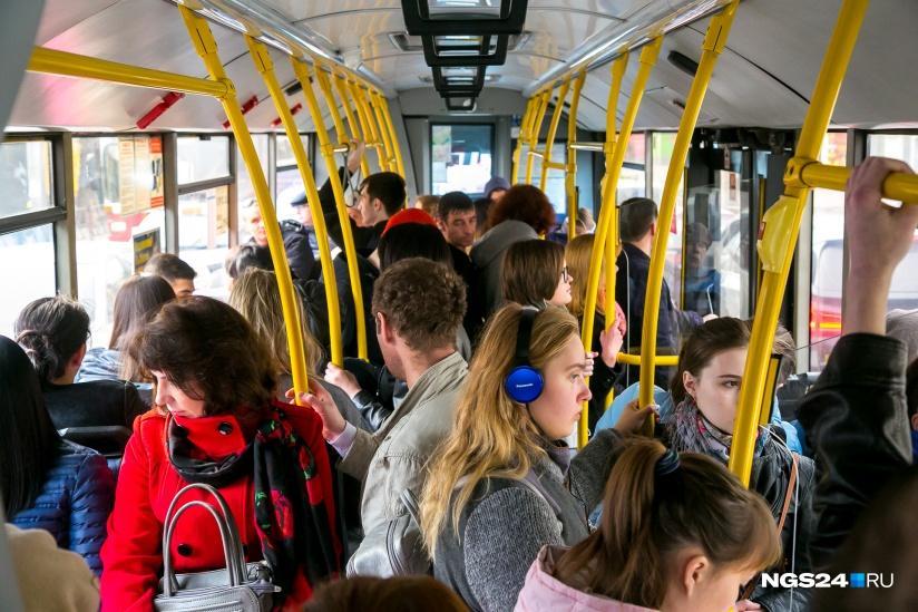 Пассажиры автобуса, 23 февраля
