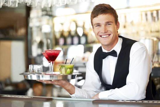 Официанты, мужчины 23-35 лет