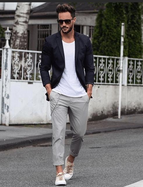 Стильный парень у клуба, 30-35 лет